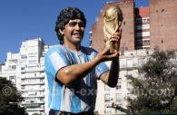 Estatua del pibe de oro en Buenos Aires
