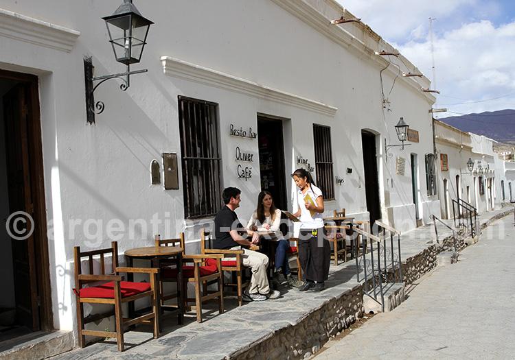 Oliver Bar, Cachi