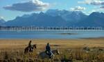 A cheval au bord du lago Argentino