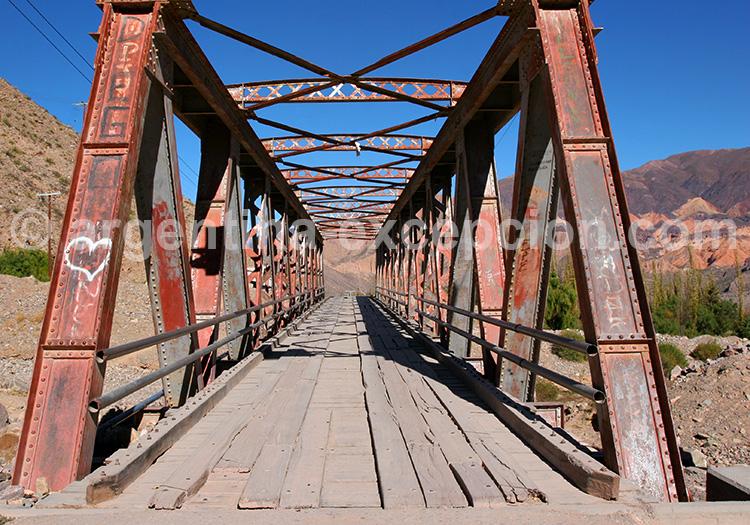 pont menant a la pucará de tilcara