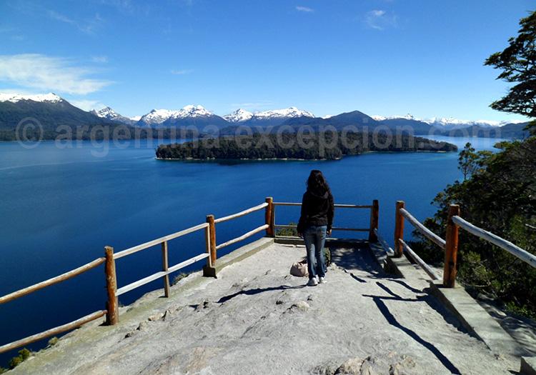Mirador sur la lac nahuel huapi et l'ile victoria