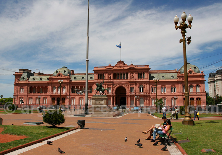 La Casa Rosada, le palais présidentiel argentin avec Argentina ...