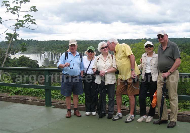 Devant les Chutes d'Iguazú