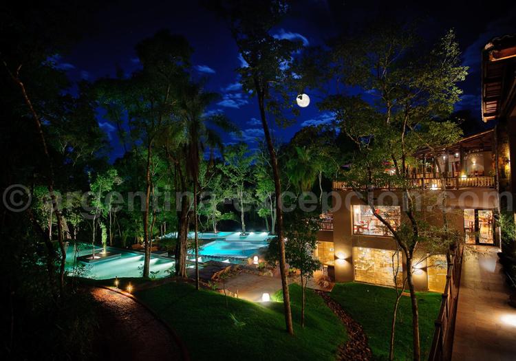 Loi Suites Iguazú de nuit