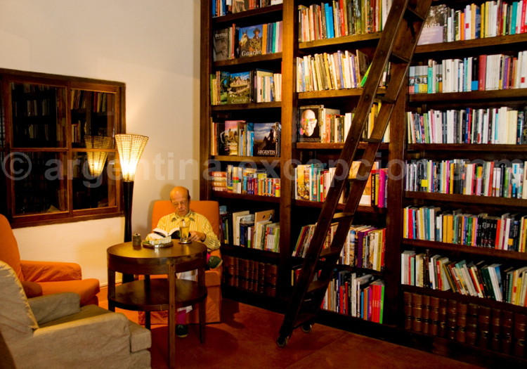 Bibliothèque, Posada Puerto Bemberg