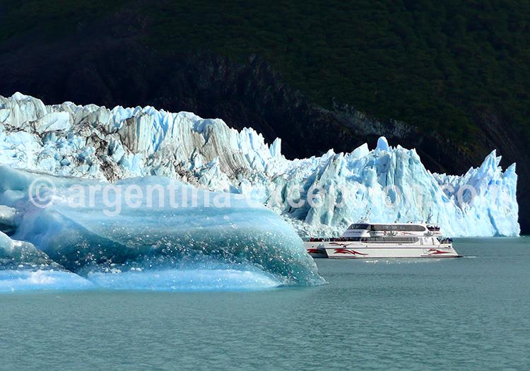 Navigation sur le lac Argentino