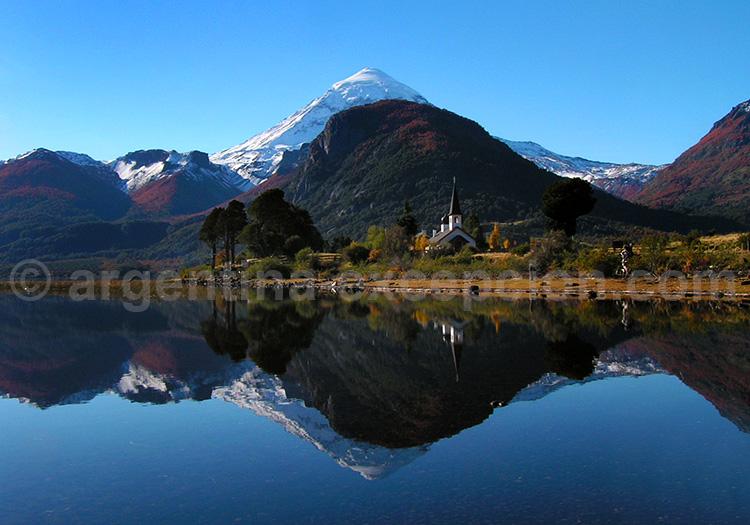 Lac Huechulafquen et volcan Lanín