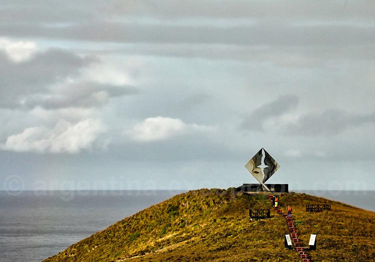 L'albatros, mémorial en hommage aux marins
