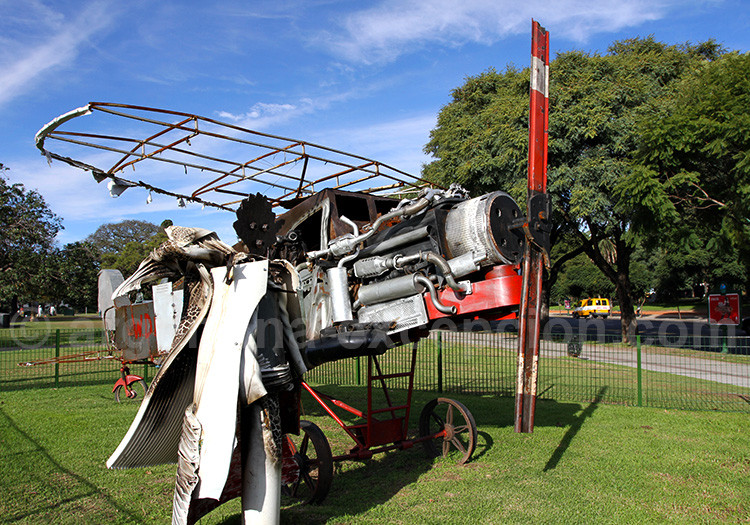 Le Petit Prince et l'aviateur, sculpture de Carlos Regazzoni