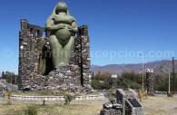 statue pachamama amaicha del valle argentine