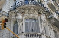 Balcon typique art nouveau de style Gaudesque Buenos Aires