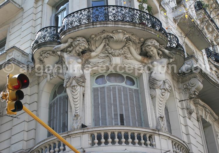 Balcon typique art nouveau de style Gaudesque, Buenos Aires