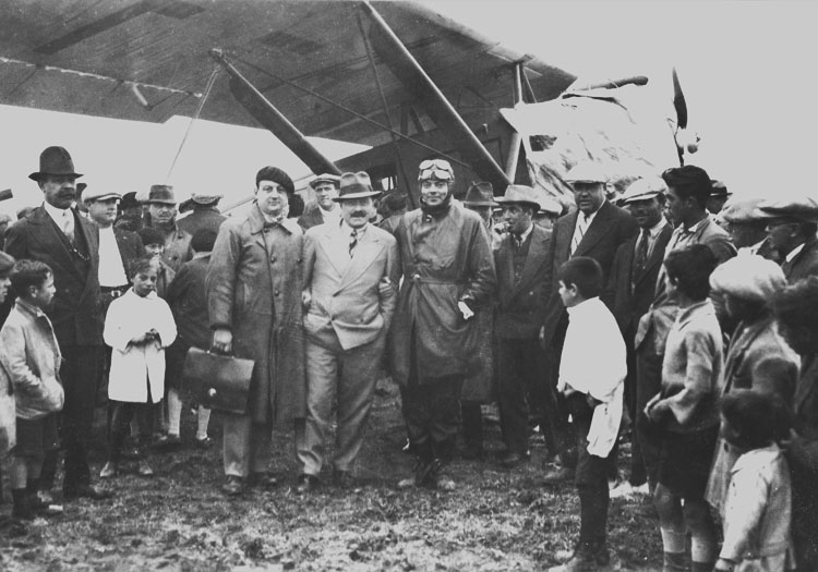 Rufino Luro Cambaceres, Julio Aloys (responsable Aéroplace Puerto San Julián) et Antoine de Saint-Exupéry 1930