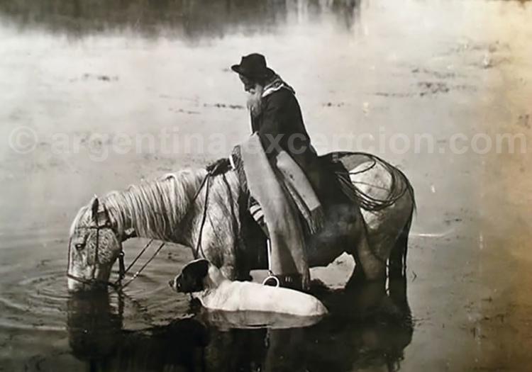 Cavalier dans les marais - Crédit Witcomb - archives de la Nación