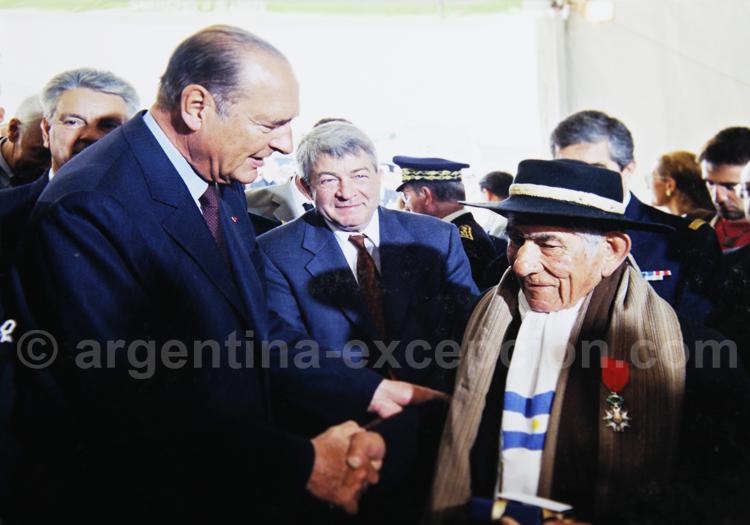 Juan Gualberto Garcia décoré par Jacques Chirac, Juin 2001