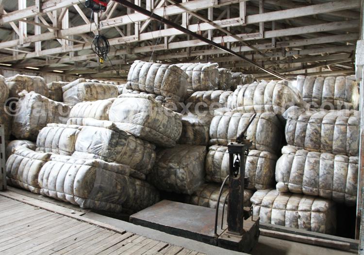 Ballots de laine entreposés, Patagonie