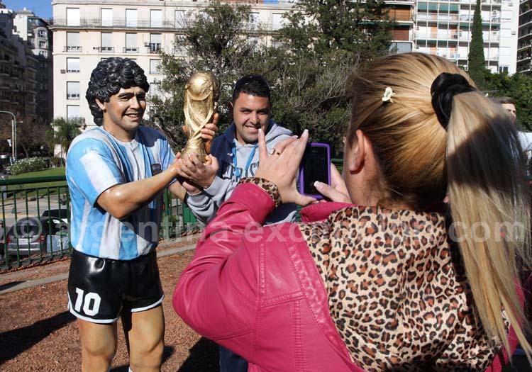 Statue de Diego Maradona, Recoleta