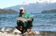 Pesca de trucha, lago Correntoso