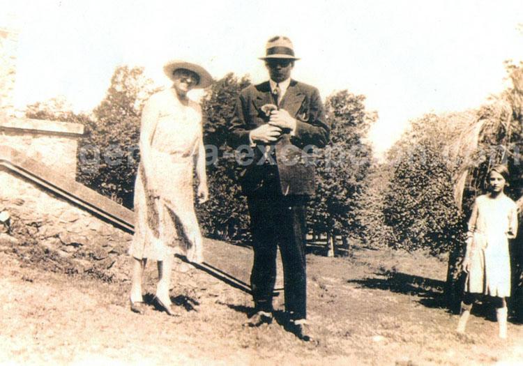 Antoine de Saint-Exupéry et Mme Fuchs Valon, Concordia 1930