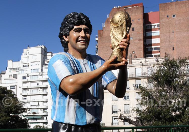 La statue del pibe de oro à Buenos Aires