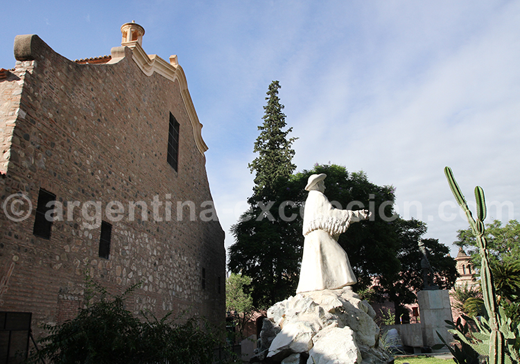 Statue du cura Brochero