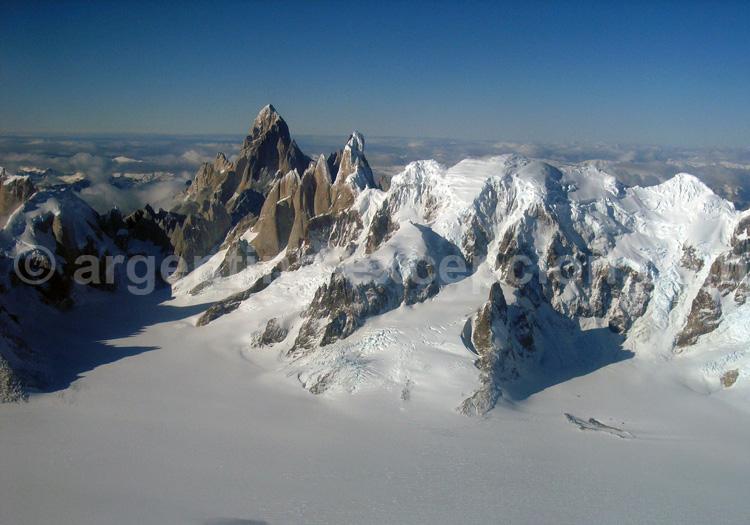 Le grand champ de glace Patagonique et face ouest du Fitz Roy