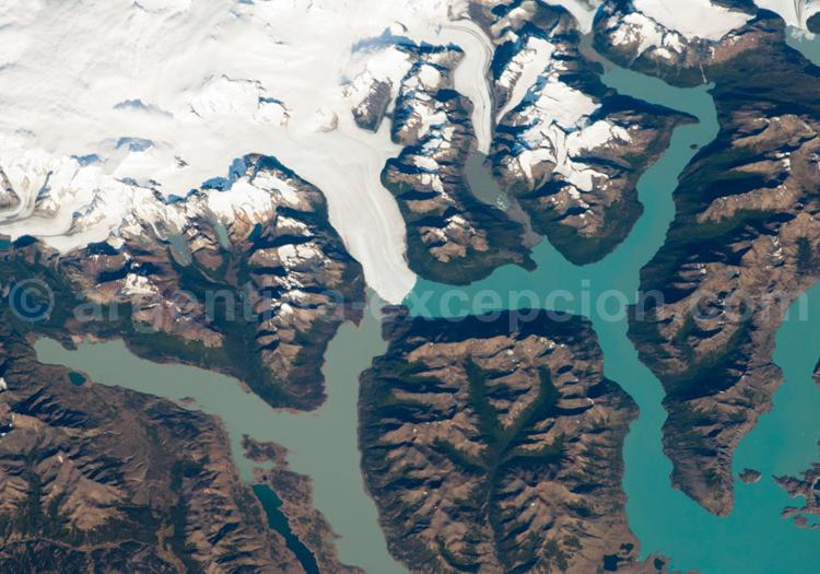 Champ de glace patagonique et Perito Moreno. Credit Glaciarium