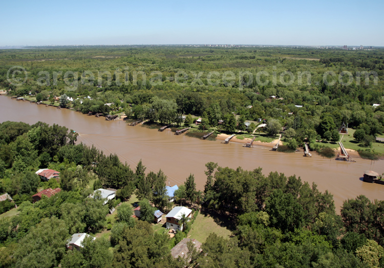 Survol du delta de Parana en hélicoptère