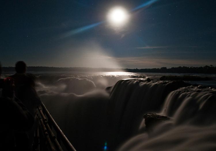 Nuit de pleine lune à Iguazú