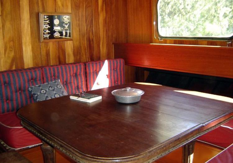 Intérieur du bateau La Bruma