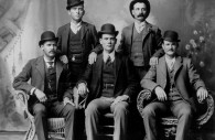 1ra fila izquierda Sundance Kid, 1ra fila derecha Butch Cassidy