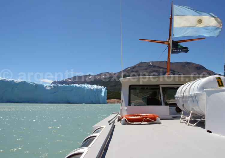 Traversée du Brazo Rico pour prendre pied sur le glacier Perito Moreno