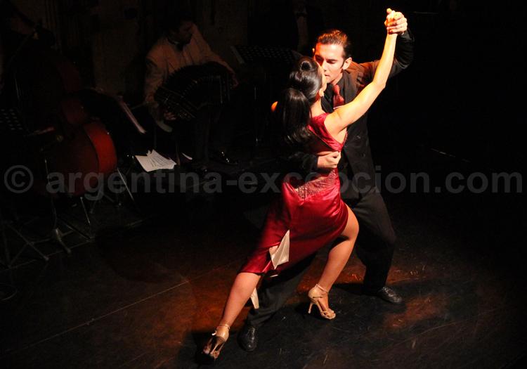Show de tango, el Viejo Almacen