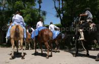 Drapeaux argentins à cheval