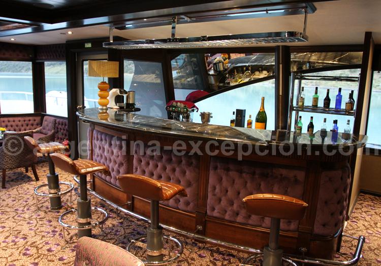 Bar, bateau Santa Cruz