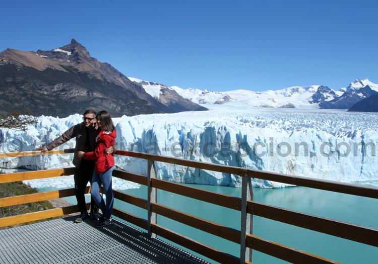 Pose devant le Perito Moreno