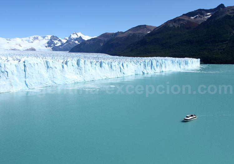 Navigation au pied du glacier