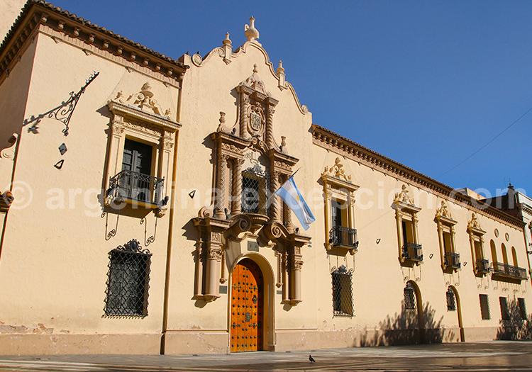 Collège et musée Monserrat, Extérieur