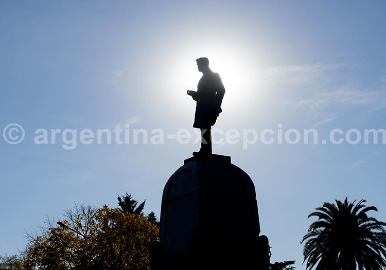 Piguë, statue de Clément Cabanettes, Province de Buenos Aires avec l'agence de voyage Argentina Excepción