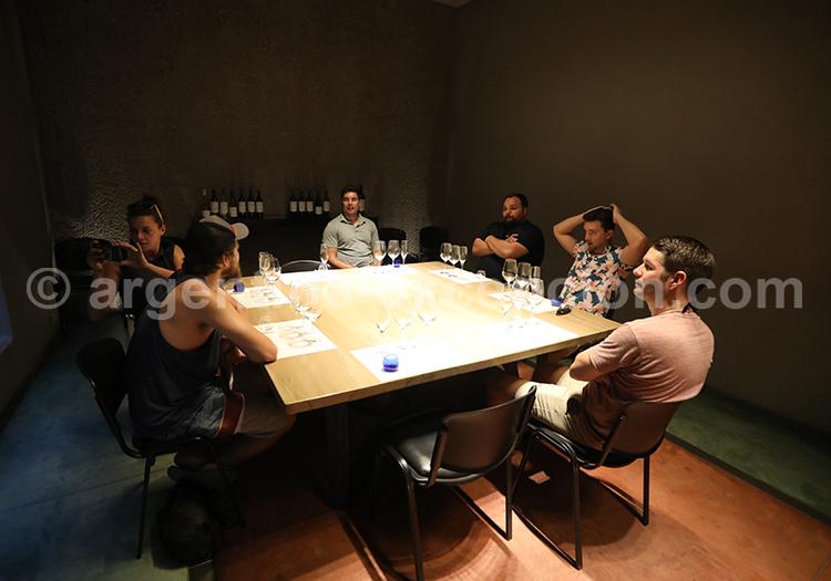 Dégustation du vin de la bodega Vistalba, Mendoza, Argentine avec l'agence de voyage Argentina Excepción