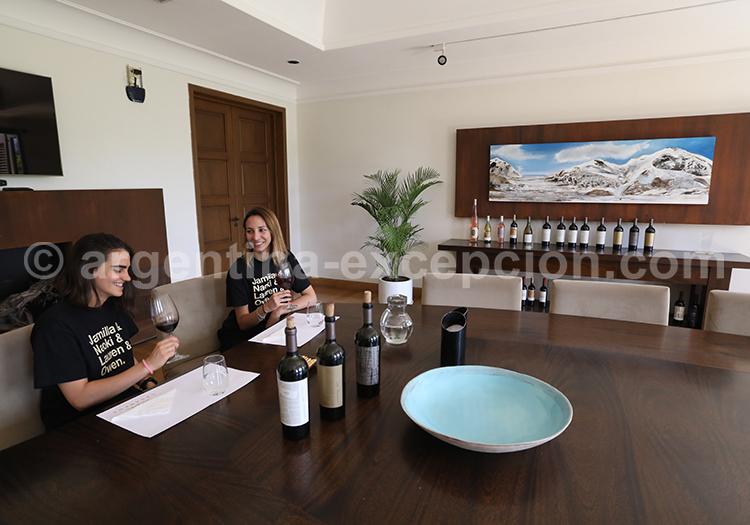 Dégustation du vin de la bodega Casarena avec l'agence de voyage Argentina Excepción