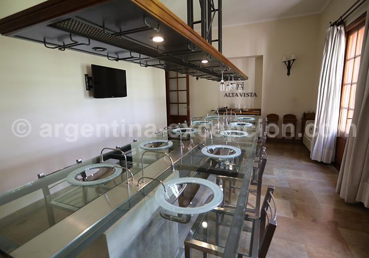 Dégustation du vin de la bodega Alta Vista, Mendoza, Argentine avec l'agence de voyage Argentina Excepción