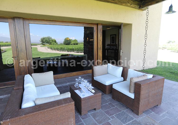 La terrasse de la bodega Decero, Cuyo, Mendoza, Argentine avec l'agence de voyage Argentina Excepción
