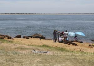 Pêche en famille, fleuve Paraná, Argentine