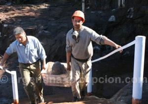 Extraction de pierres semi-précieuses à Wanda