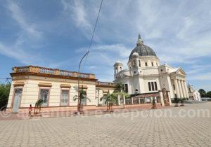 Parvis de la basilique à Itatí