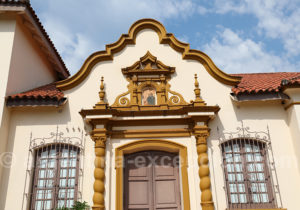 Détail de la porte d'entrée du musée de San Ignacio Mini