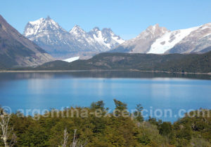 Panorama sur la lagune frias et le glacier Drickson