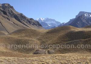 Vue de l'Aconcagua depuis l'entrée du parc national