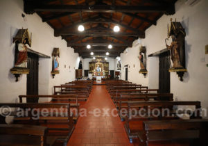 Intérieur de l'église de Santa Ana de los Guácaras